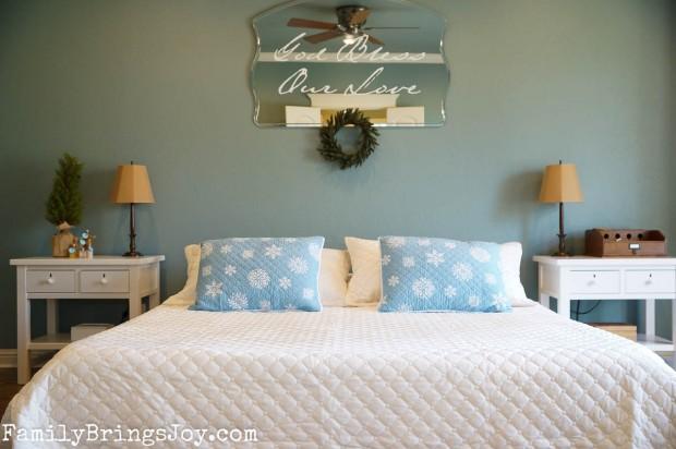 Christmas master bedroom familybringsjoy.com