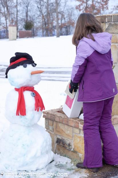 snowman making familybringsjoy.com