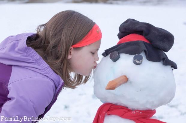 snowman kiss familybringsjoy.com
